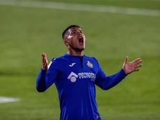El Cucho estuvo de sobresaliente ante el Barça, pero se le resistió el gol. EFE
