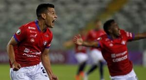 Wilstermann pasa del negro al blanco en tierras chilenas. EFE/ Alberto Valdés