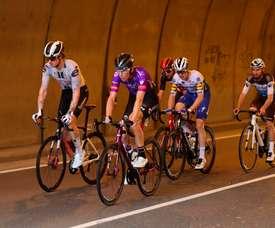 Corredores protagonizan una escapada durante la primera etapa de la Vuelta 2020, disputada entre Irún y Arrate, de 173 kilómetros. EFE/Kiko Huesca