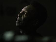 Pelé tiene que sufrir al ver cómo lo está pasando de mal Santos. EFE/Archivo