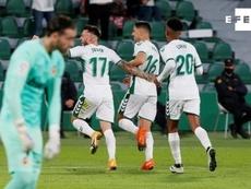 El Elche superó 2-1 al Valencia. EFE