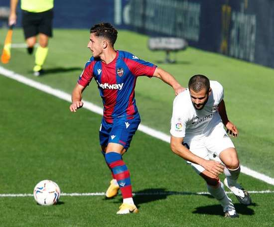 Nacho Fernández will miss upcoming games due to injury. EFE