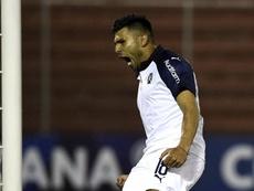 Silvio Romero decidió el duelo de argentinos. EFE