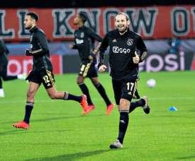 El Ajax pudo alinear a seis jugadores que resultaron ser falsos positivos. EFE