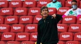 Pellegrini no reaccionó bien tras la derrota. EFE