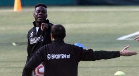 Balotelli sigue buscando equipo mientras entrena con un Cuarta. EFE
