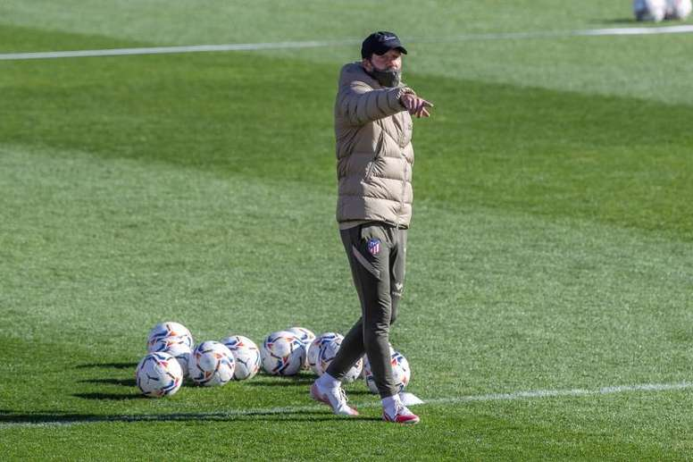 Simeone recovers Carrasco, Diego Costa and Vitolo for the Barca match. EFE