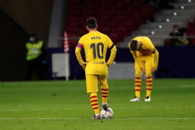 Lionel Messi is having a tough time at the moment. EFE