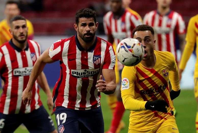 Diego Costa volvió y recriminó una acción al árbitro. EFE