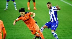 Gameiro deja en inacabada la reacción del Valencia. EFE/Jon Rodríguez Bilbao