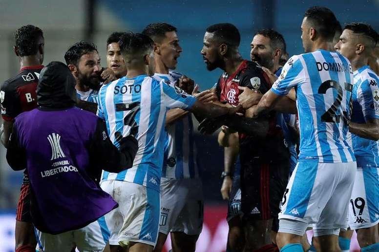 No sufoco, Flamengo segura empate contra o Racing. EFE