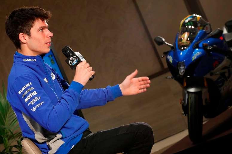 El campeón del mundo de MotoGP, Joan<b>Mir</b>, atiende a los medios de comunicación en una rueda de empresa organizada por Estrella Galicia 0,0, este miércoles en Madrid. EFE/ Zipi
