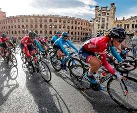 Un total de dieciséis equipo UCI World Tour han solicitado inscribirse en la próxima edición de la Volta a la Comunitat Valenciana-Gran Premi Banc de Sabadell, que se disputará del 3 al 7 del mes de febrero, informaron fuentes de la organización de la prueba.EFE/Manuel Bruque/Archivo