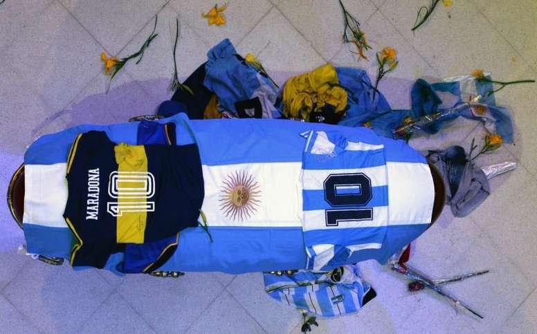 Repulsa en el mundo tras la filtración de unas fotos de Maradona en su lecho de muerte. EFE