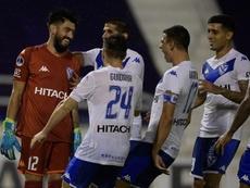 Vélez e Independiente, con pie y medio en cuartos. EFE