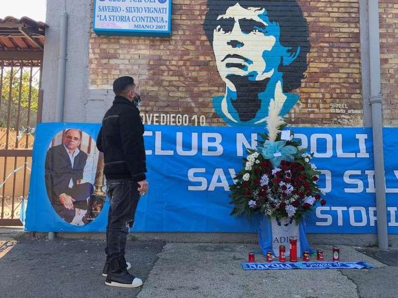 Police will guard the grave of Maradona. EFE
