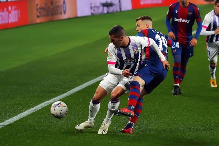 Sergi Guardiola (i) está llamado a dejar el Valladolid este verano. EFE/Archivo