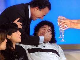 Julio Iglesias recordó a Maradona. EFE