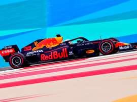 El holandés Max Verstappen, en acción durante los terceros entrenamientos libres en Baréin. EFE/EPA/Giuseppe Cacace / Pool