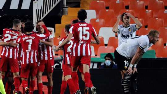 Un Atlético imparable, un Sevilla al alza y un Madrid más que irregular. EFE