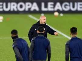 El AZ Alkmaar destituyó a Slot, quien habría sido tentado por el Feyenoord. EFE