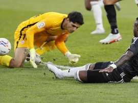 Fim de papo: o árbitro deu o gol para Bono e não para Vinicius. EFE