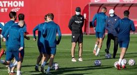 El Sevilla llegó a mediodía a Vitoria. EFE