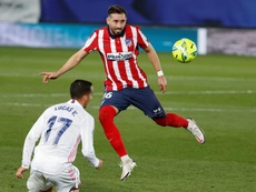 Héctor Herrera vuelve a sentir molestias en la misma zona. EFE