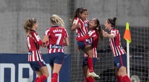 El Atlético da un manotazo para sellar su pase. EFE/Rodrigo Jiménez