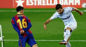 Barca will pay four million euros in variables for Pedri (L). EFE