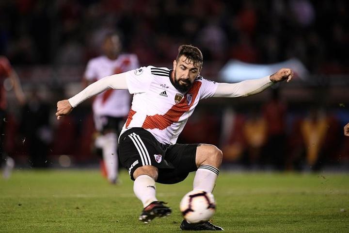 La terrible fracture de Pratto contre l'Ajax. EFE/Matías Gabriel Napoli/Archive