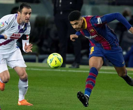Araujo was last minute absence due to thigh discomfort. EFE