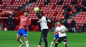 Três expulsões em seis minutos na partida entre Granada e Valencia. EFE