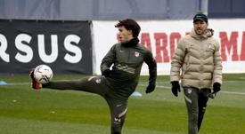 Simeone prepara cambios para el choque en Vitoria. EFE