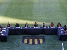 Once mujeres hacen historia en el fútbol de Uruguay. EFE