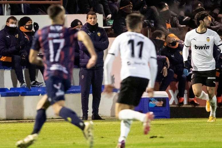 El Valencia se ejercitó de cara al choque ante el Alcorcón. EFE