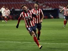 El Atlético saca cuatro puntos al Madrid con menos partidos disputados. EFE