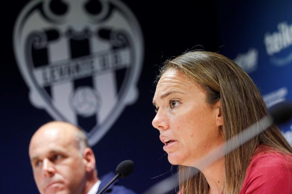 María Pry destacó el sacrificio del equipo para llegar a la final. EFE