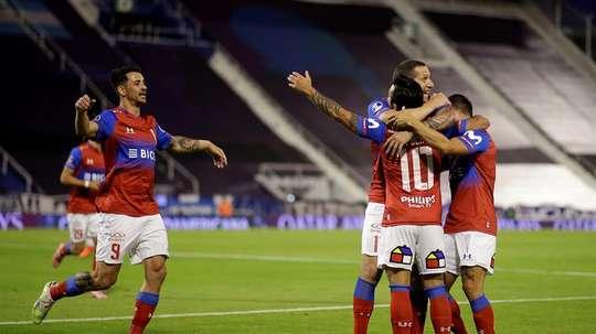 Huachipato vuelve a ganar; Católica tiene a tiro el tricampeonato. EFE