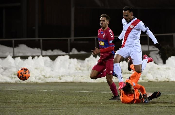 Álvaro García celebró el ascenso a Primera. EFE