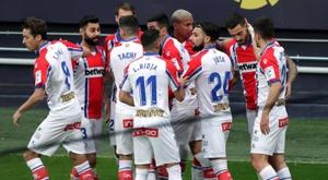 El Almería le endosó cinco goles al Alavés. EFE