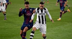 Pablo Insua (i) no estará, como mínimo, ante el Villarreal. EFE/Archivo