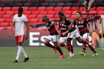 Flamengo ganó 2-1 a Internacional y tiene a tiro el título de Liga. EFE