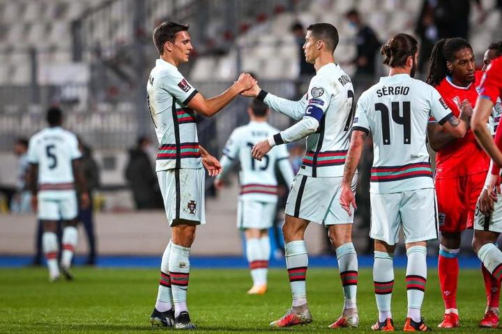 Cristiano Ronaldo fez o gol da virada de Portugal contra Luxemburgo. EFE/EPA/JOSE SENA GOULAO