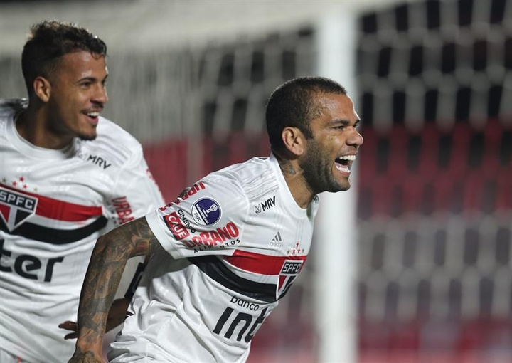 Dani Alves veut croire à sa présence au Mondial 2022. EFE
