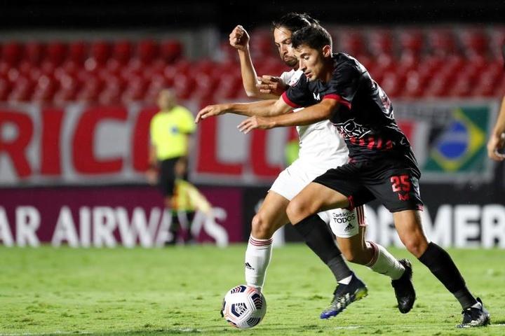 Quando Daniel Alves e Benítez voltam ao São Paulo? EFE/ Sebastiao Moreira