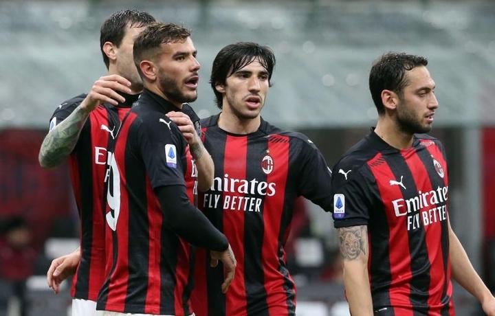 Milan venceu com gols de Çalhanoglue e Theo Hernández. EFE/EPA/MATTEO BAZZI