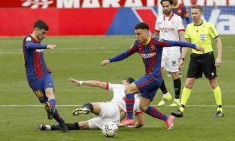 Sergiño Dest tranquilizó a la afición tras su lesión. EFE
