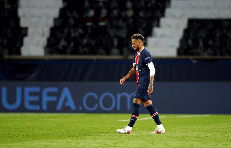 Neymar camina