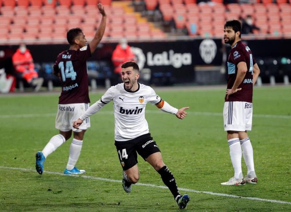 Gayà volvió con el resto del Valencia a Pinatar. EFE/Archivo